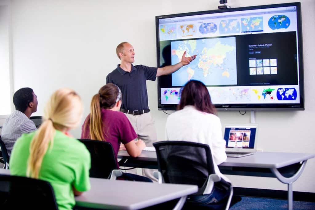Technology modernize education