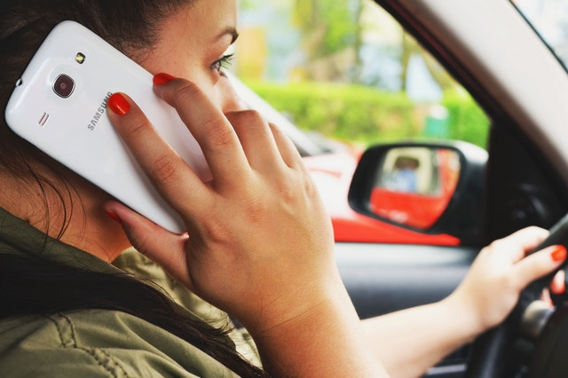 Disadvantages of mobile phones - causes accidents